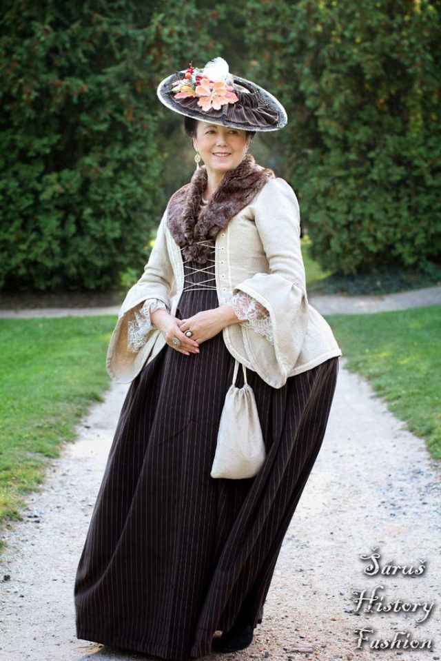 Béžové podzimní rokoko šaty