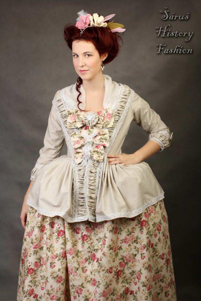 Béžové rokoko šaty