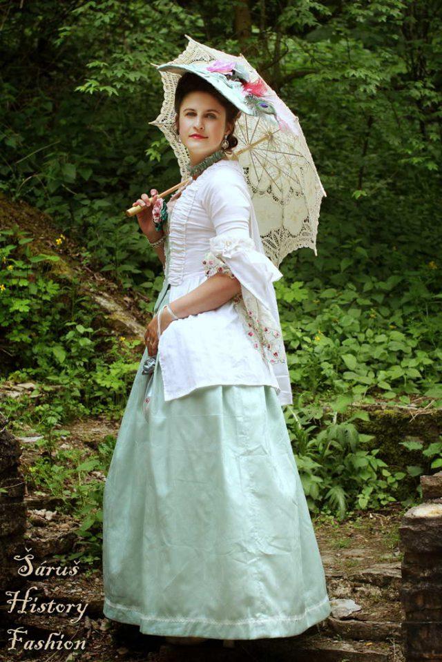 Bílé šaty Robe a la Francaise