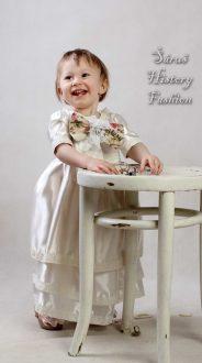 Bílé unisex šatičky – vhodné pro holčičky i chlapce