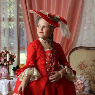 Robe a la Francaise červené