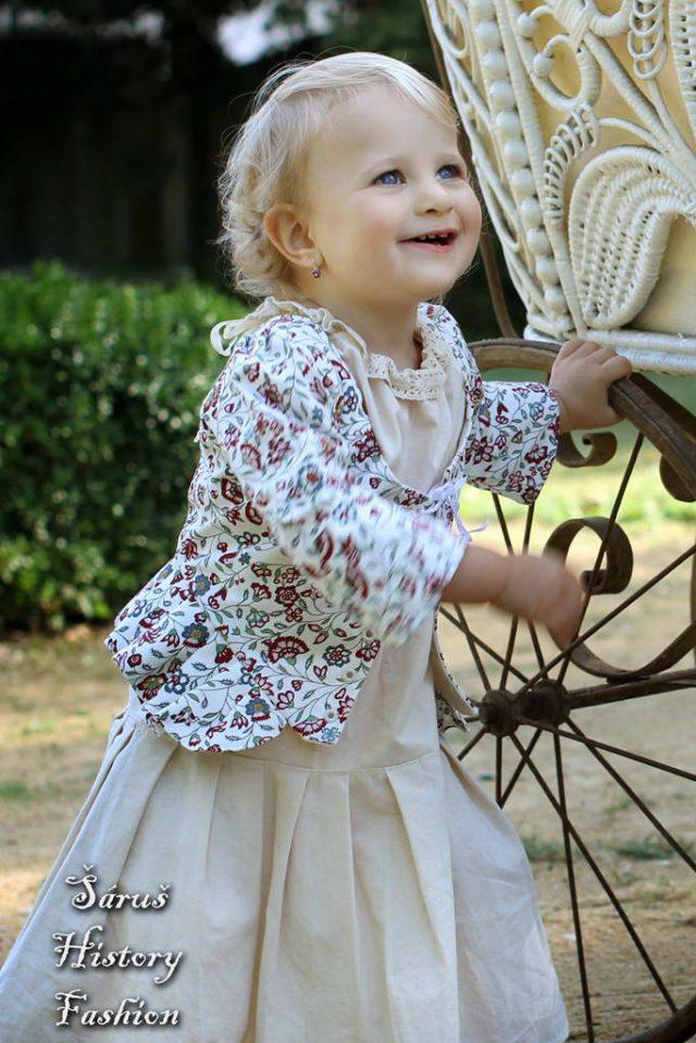 Květovaný holčičí živůtek