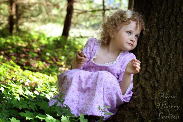 Fialové holčičí rokoko šatečky