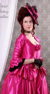 Fuchsiové rokoko šaty