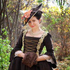 Hnědé sametové rokoko šaty