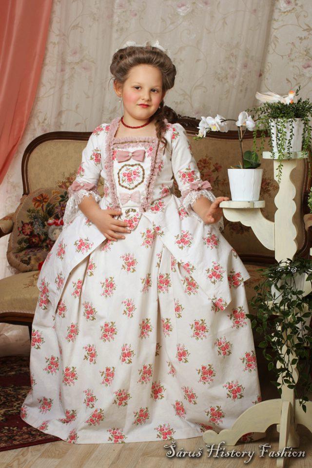Robe a la Francaise s růžemi