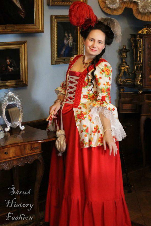 Květované rokoko šaty (červeno-žluté květy)