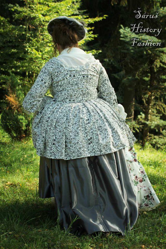 Květované rokoko šaty (šedo-modrý květ)