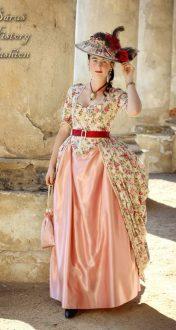 Květované rokoko šaty s růžemi