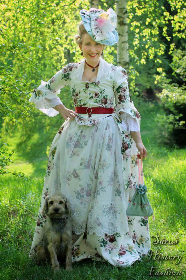 Květované rokoko šaty (velké květy)