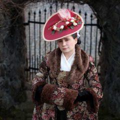 Květované zimní rokoko šaty