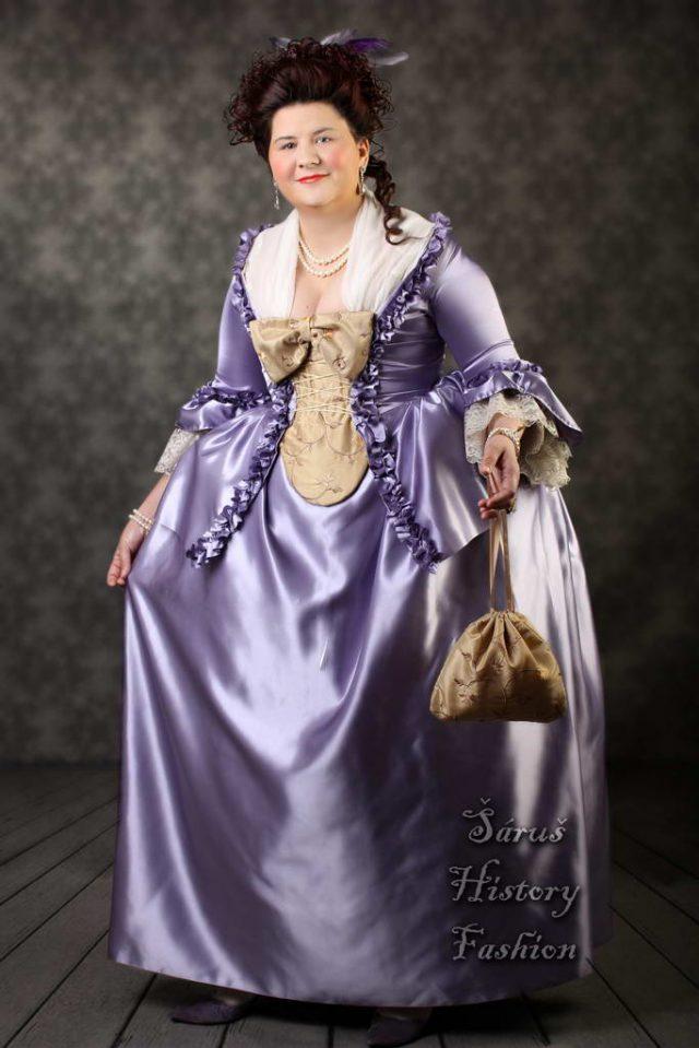 Světle fialové rokoko šaty