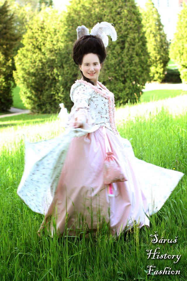 Květované rokoko šaty