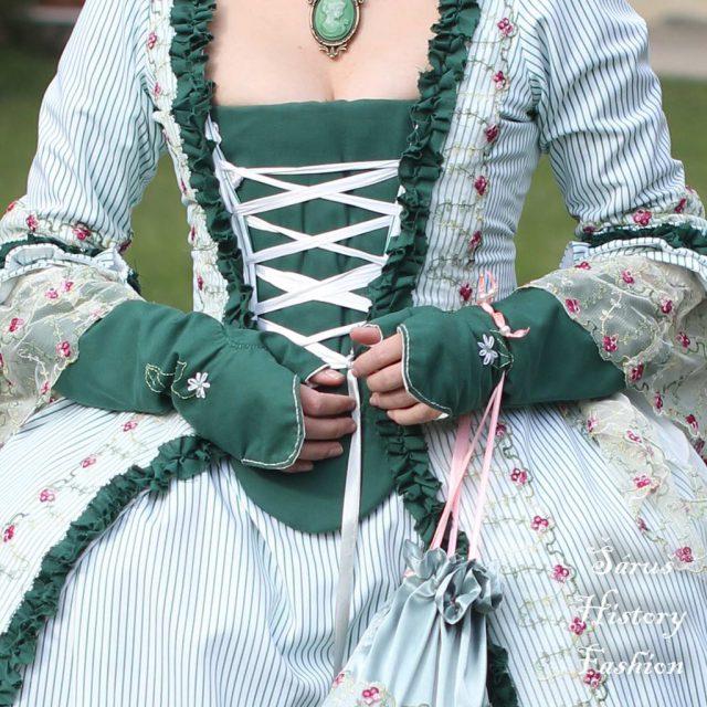 Tmavě zelené rokoko rukavičky