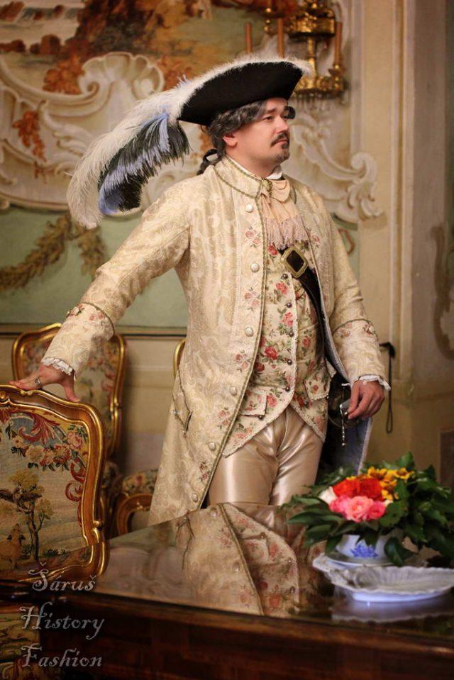 Šampaň pánský rokoko kabátec