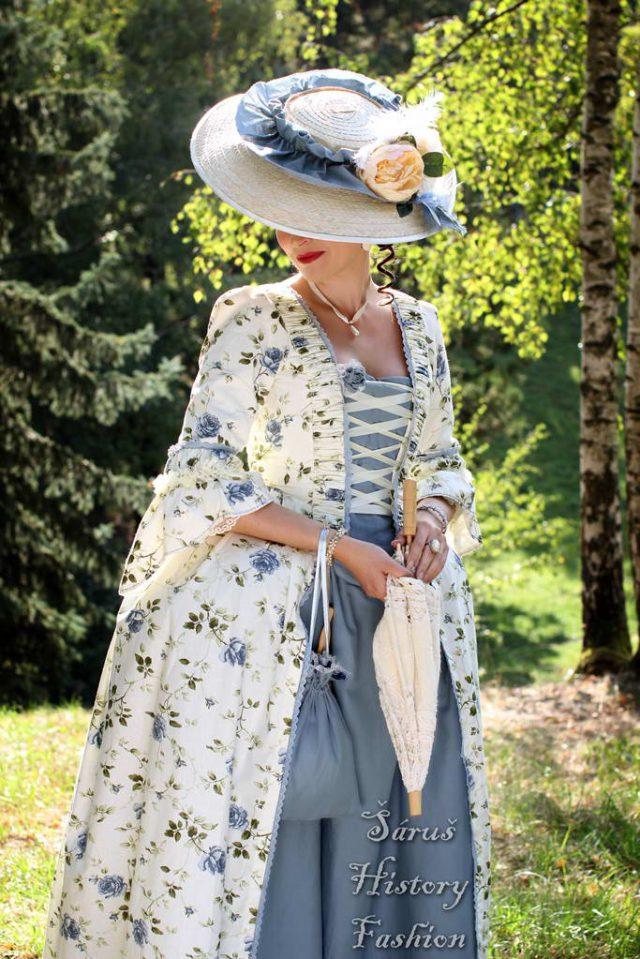 Květované rokoko šaty (modré růže)