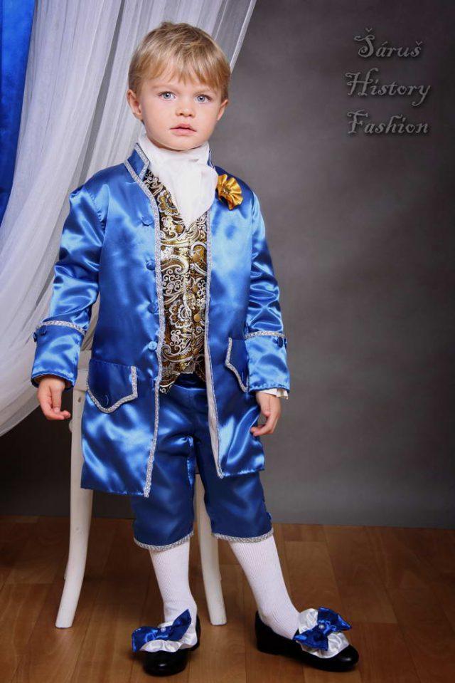 Chlapecký modrý saténový set s brokátovou vestičkou