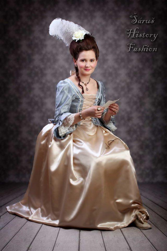 Světle modré rokoko šaty (č. 2)