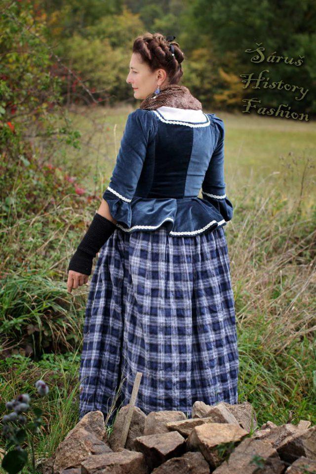 Tmavě modré sametové rokoko šaty