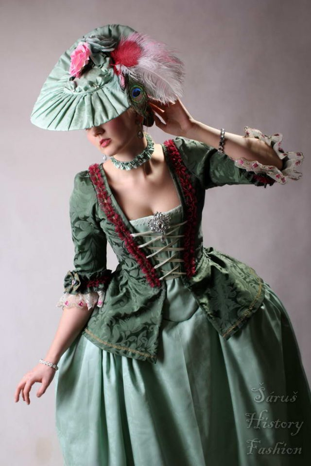 Robe a la Francaise tmavě zelené