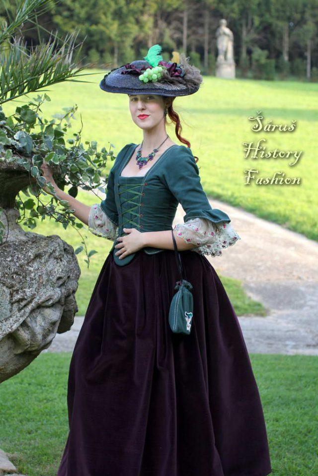 Tmavě zelené rokoko šaty