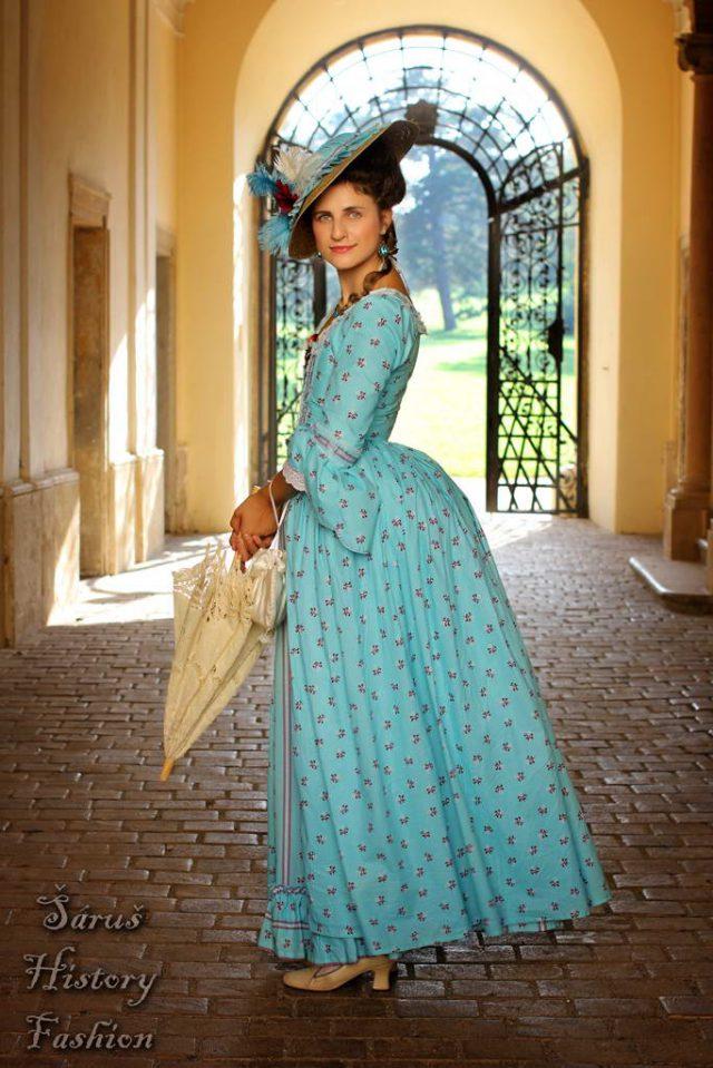 Tyrkysové rokoko šaty