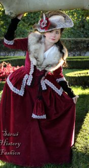Vínové sametové rokoko šaty