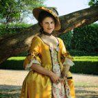 Zlaté saténové rokoko šaty