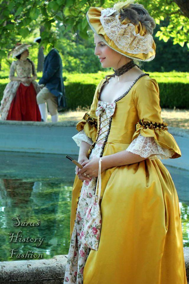 Zlaté rokoko šaty
